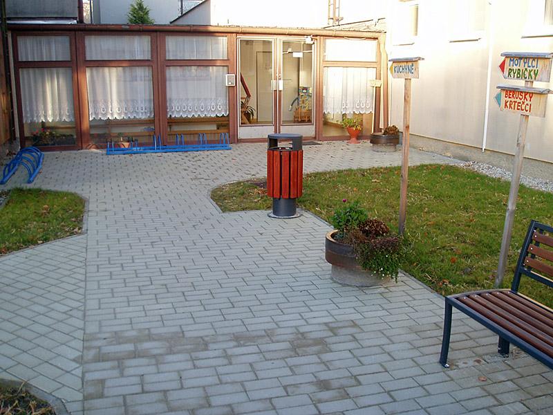 Úpravy vstupu do areálu MŠ Borovany